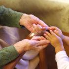 高齢者と幼児の交流